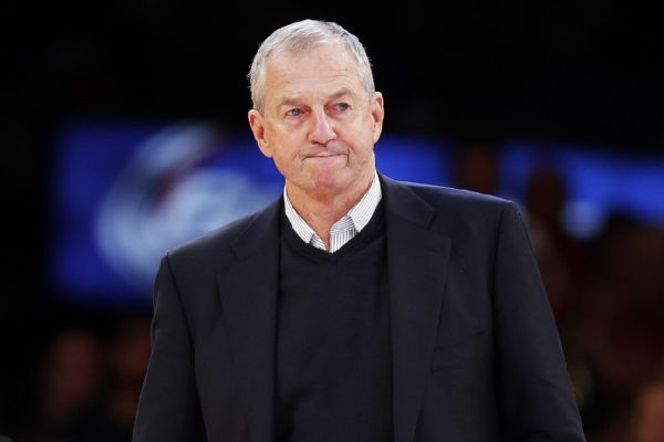 Jim Calhoun officially named head coach at St. Joseph