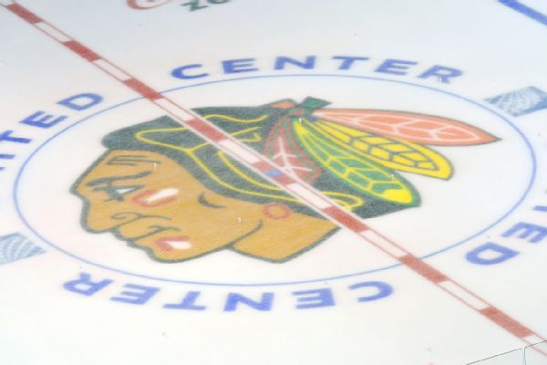 Blackhawks agree to extensions with Vinnie Hinostroza, John Hayden