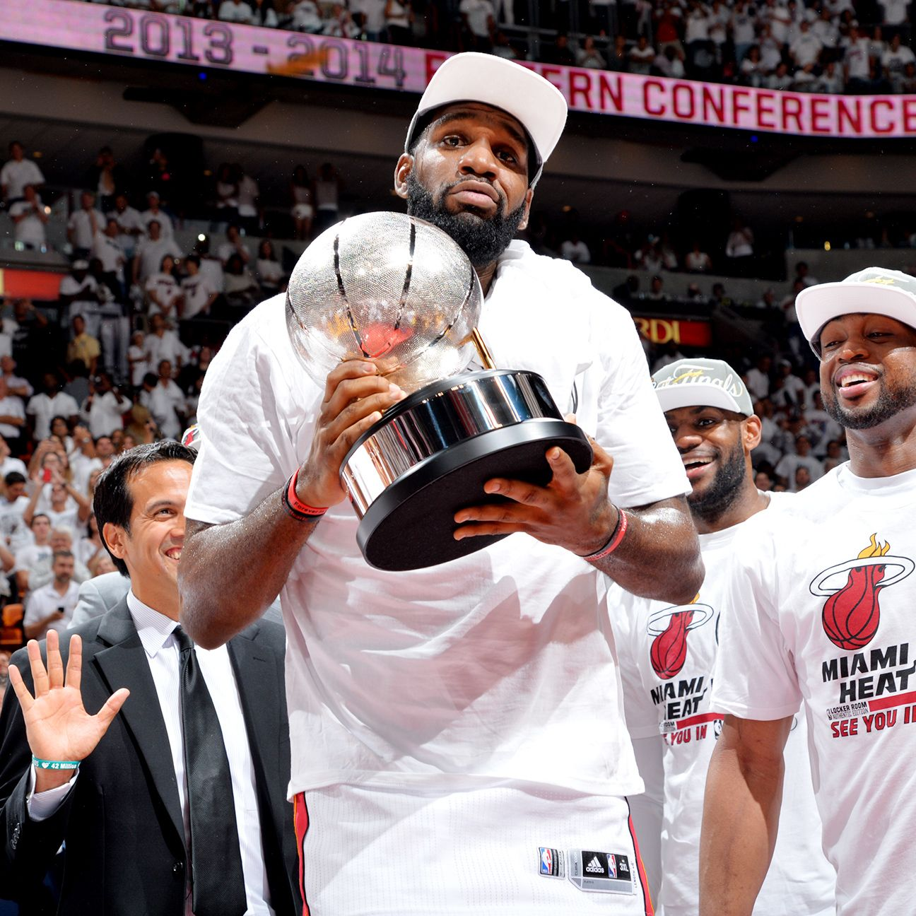 Greg Oden signs with Jiangsu Dragons of Chinese Basketball ...