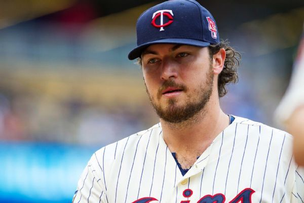 Padres get RHP Phil Hughes from Twins for young catcher