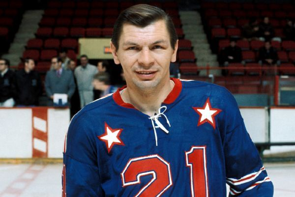 Blackhawks all-time leading scorer Stan Mikita dies