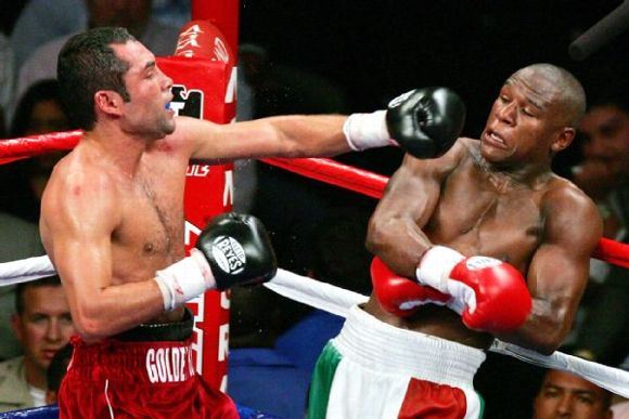 Floyd Mayweather Sparring Partners Makes Unbeatable on oscar de la hoya shoulder roll