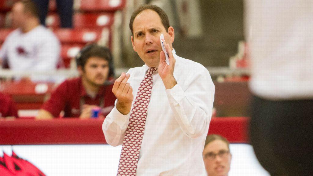 Pulliza steps down as Arkansas volleyball coach