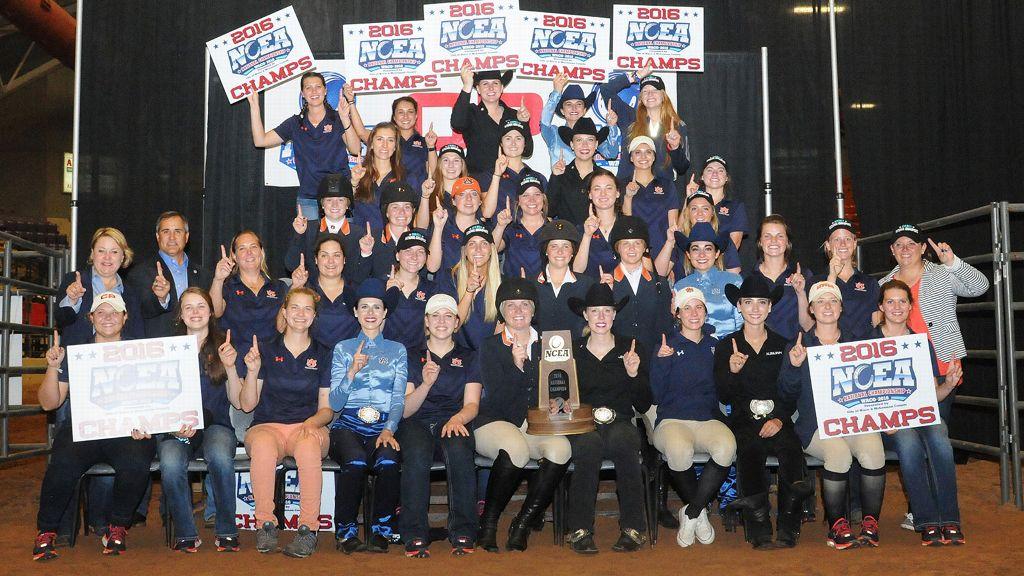 Auburn celebrates Equestrian National Championship