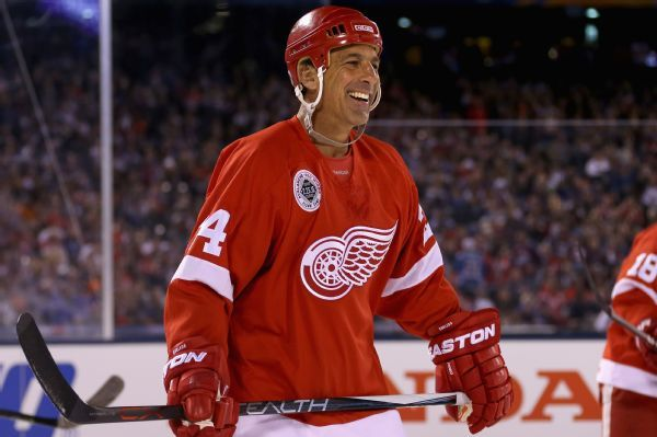 Chris Chelios leaving Red Wings to be closer to family in Chicago