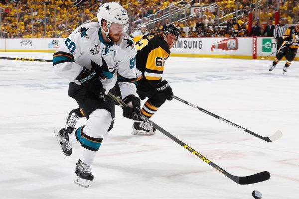 Chris Tierney re-signs with Sharks