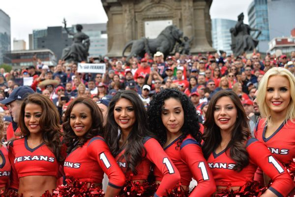 Ex-cheerleader lead plaintiff in lawsuit against Texans