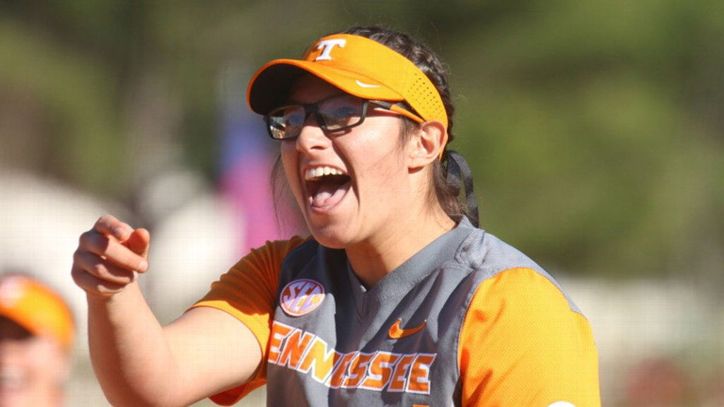 No. 13 Tennessee throws complete-game shutout