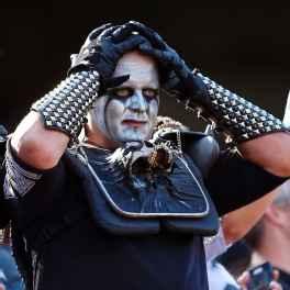 Raiders fan
