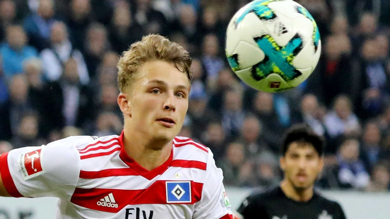 Jann-Fiete Arp staying at Hamburg, stunning Bayern Munich