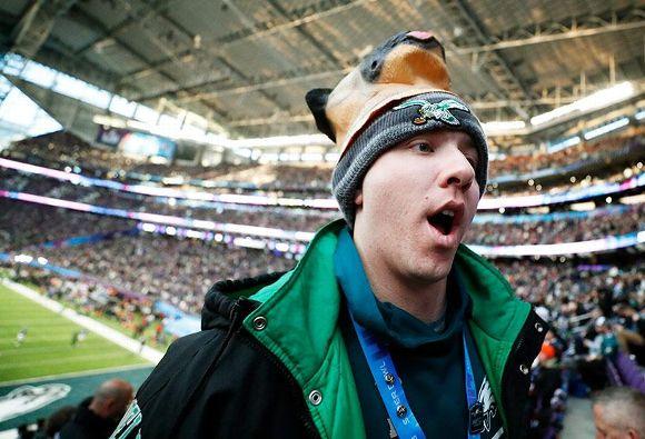 Eagles Underdog fan