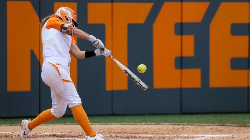 No. 10 Lady Vols fall vs. Owls 3-2