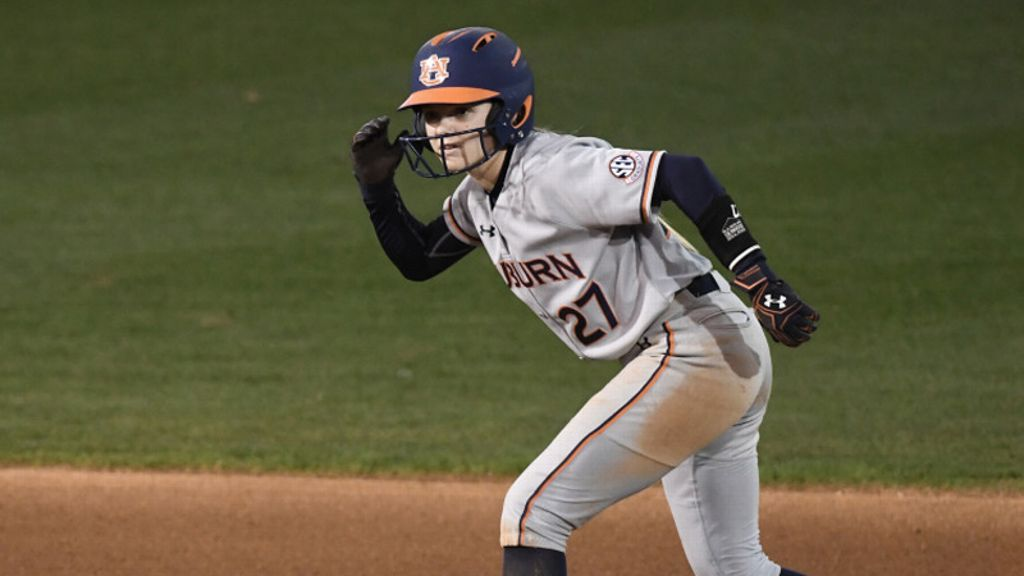 No. 6 Tigers split doubleheader