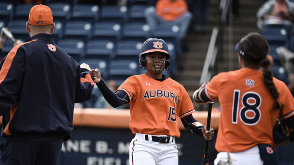 No. 6 Auburn goes 1-1 to wrap up Mary Nutter Classic