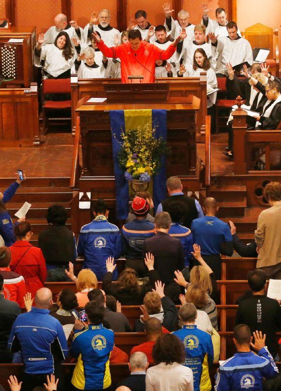 Carlos Arredondo leads the congregation in prayer.