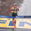 Linden, Kawauchi win rainy Boston Marathon