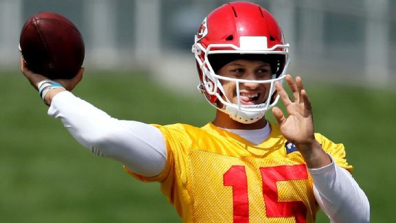 Ragged day from Patrick Mahomes II doesn't ruin Chiefs' enthusiasm