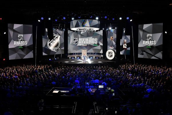 NHL Awards honor victims of Las Vegas and Parkland shootings, Humboldt crash
