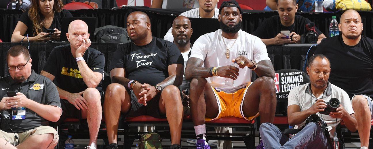 Asiste LeBron James a juego Lakers vs. Pistons en Liga de Verano