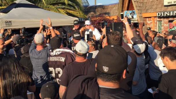 Scenes from a bar with Jon Gruden and nearly 600 Raiders fans