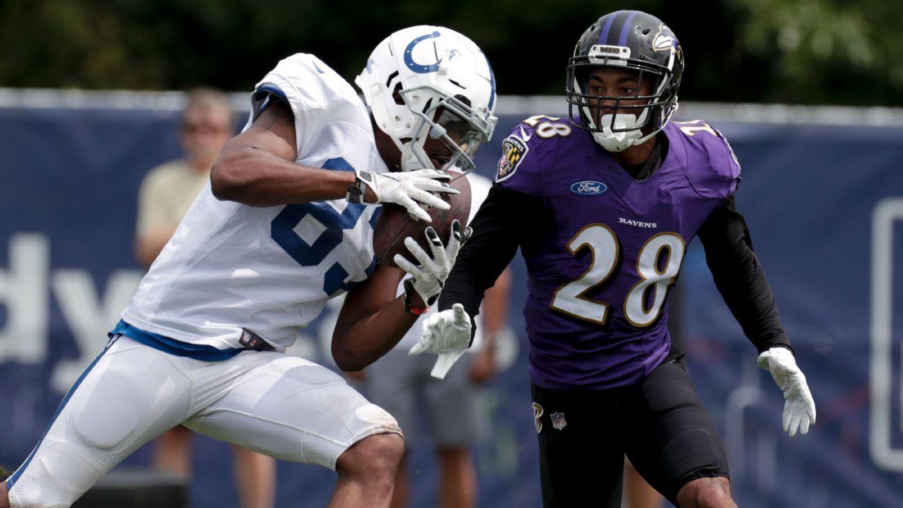 Colts y Ravens pelearon en práctica conjunta durante campamento