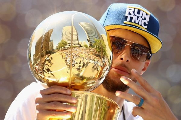 Warriors favored to three-peat, but odds not as high as last year
