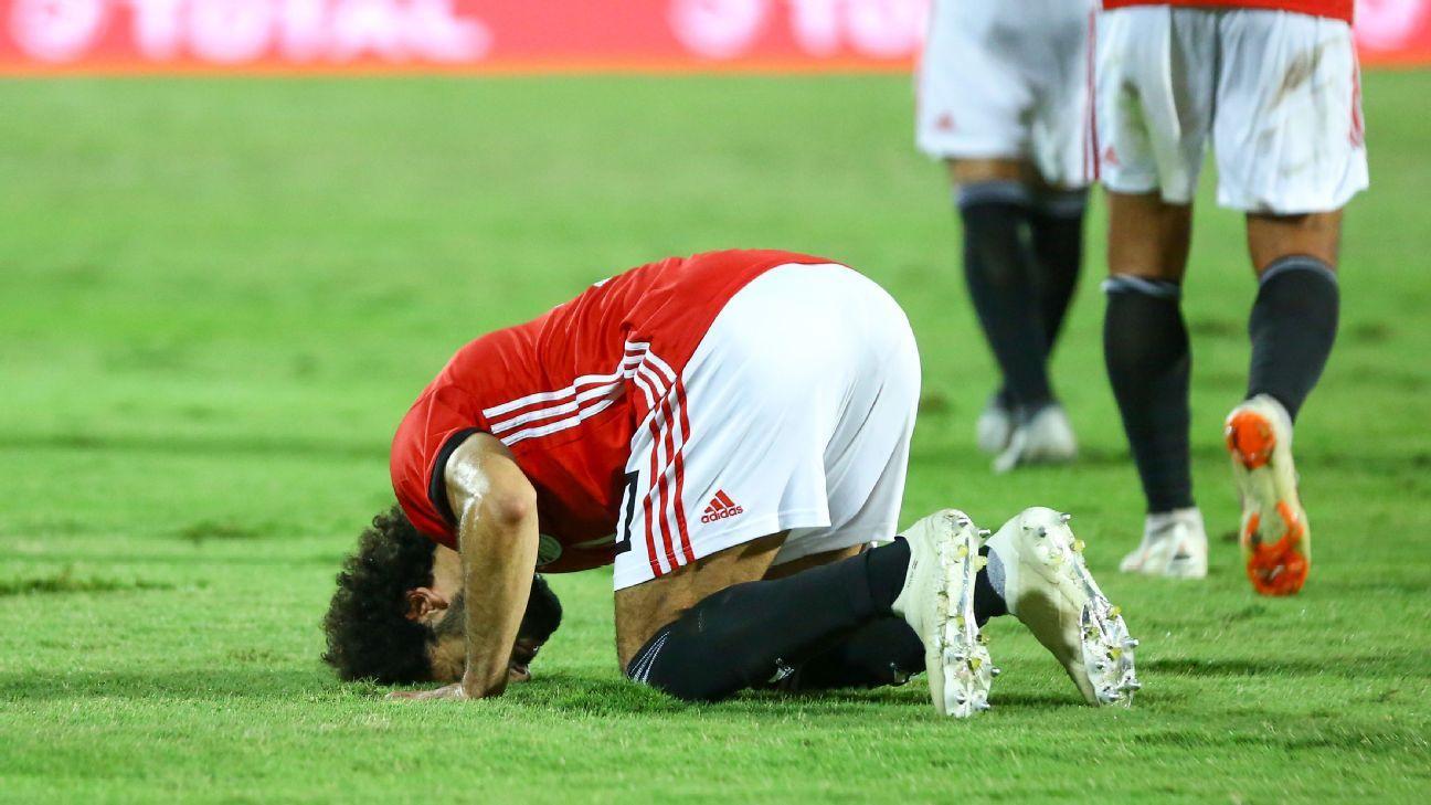 Mohamed Salah regresa al Liverpool a pesar de su lesión