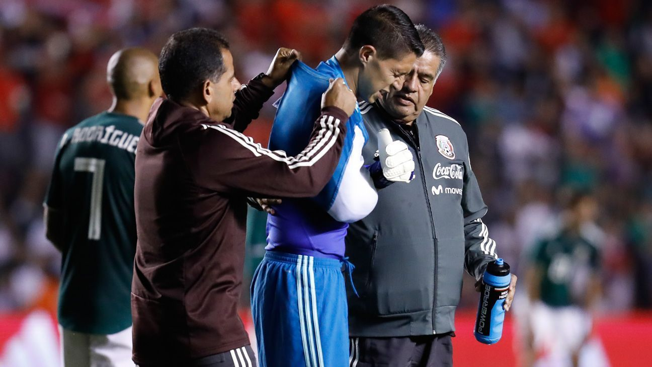 Descartan fractura para Hugo González; regresó a hotel del Tri