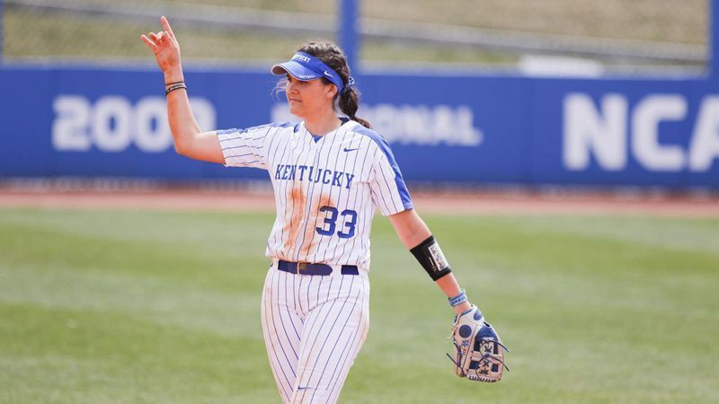 No. 23 Kentucky sweeps No. 14 Auburn