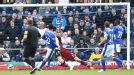 Steven Pienaar gives Everton the lead against Fulham