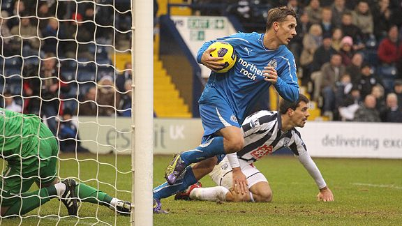 Peter Lovenkrands grabs the ball after his late consolation