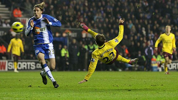 Arsenal's Andrey Arshavin scores the equaliser