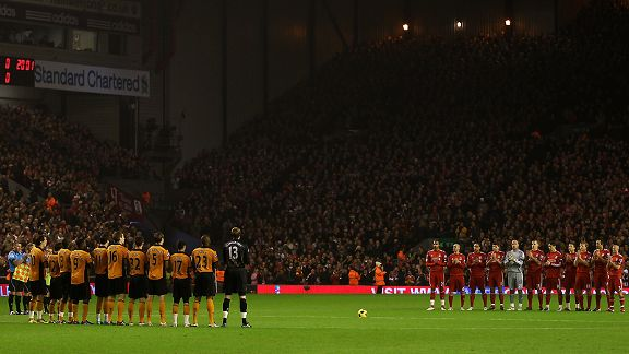 The Liverpool and Wolves players applaud to honour the memory of ex Liverpool player Avi Cohen who died this week