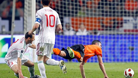 Vilmos Vanczak brings down Robin Van Persie, leading to another international injury for the Arsenal forward.