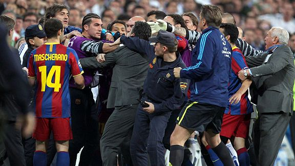 Jose Pinto (purple) tries to pick a fight with the Real Madrid team at half-time, leading to his dismissal from the bench.