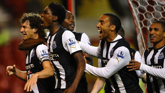 Newcastle celebrate Fabricio Coloccini's dramatic late winner at Nottingham Forest
