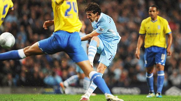 Owen Hargreaves scores 17 minutes into his Manchester City debut