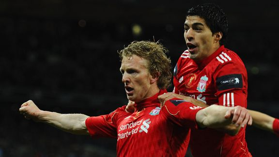 Dirk Kuyt celebrates with Luis Suarez after putting Liverpool ahead in injury time