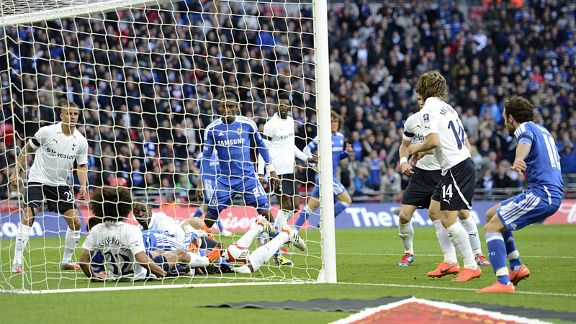 Tottenham block Juan Mata's shot on the line but the goal is given