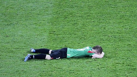 Iker Muniain falls to the ground in tears after Diego netted the third