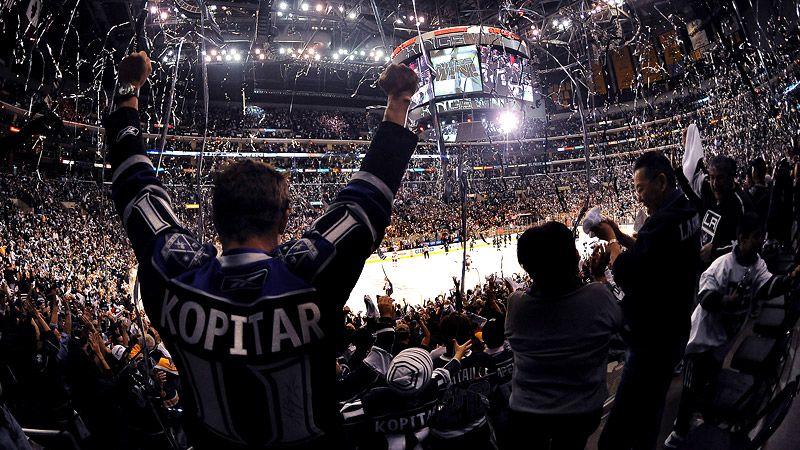 LA Kings Fans celebrate