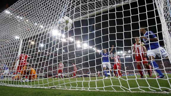 Benedikt Howedes scores to put Schalke into the lead against Olympiakos