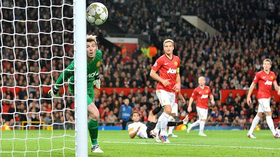 David De Gea watches as a chance goes narrowly wide