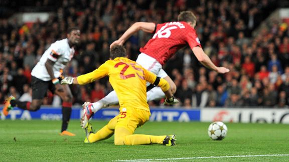 Michael Carrick goes past Galatasaray goalkeeper Fernando Muslera to score the opening goal
