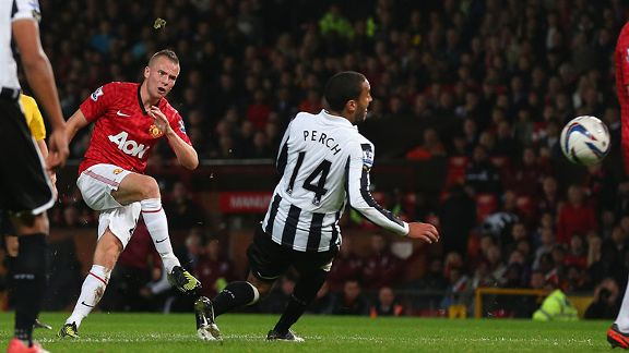Tom Cleverley of Manchester United scores the second goal