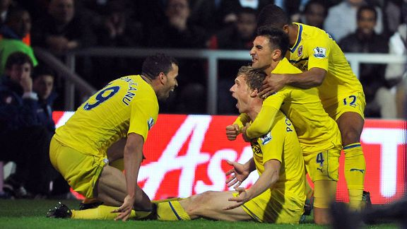 Reading's Pavel Pogrebnyak celebrates scoring his side's third goal