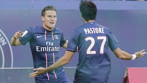 Kevin Gameiro celebrates with Javier Pastore