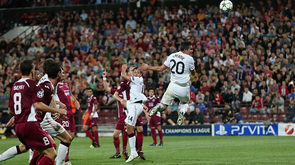 Robin van Persie scores his first goal against Cluj