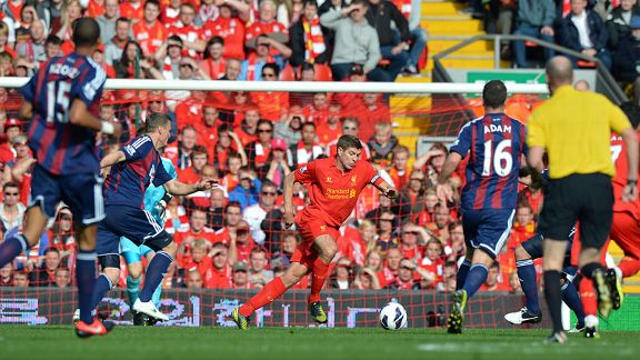 Steven Gerrard runs with the ball at the Stoke defence