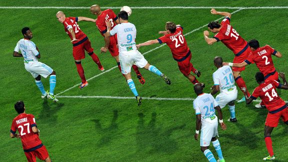 Andre Pierre Gignac scores his and Marseille's second goal